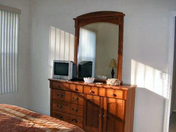 Master Bedroom (cont.)